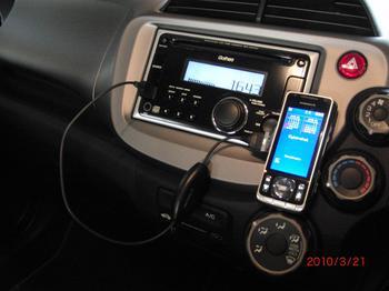 デュアルサイズCD/USBコンポに携帯を接続!①.JPG