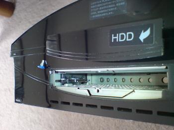 PS3 60GB SSD換装 9 HDDのユニット取り外し後のベイ内部.JPG
