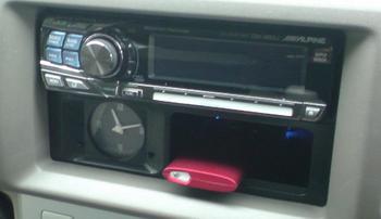 iPod nano (5th) 専用の車載ホルダー完成!③.JPG